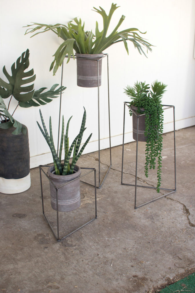 iron triangular planters